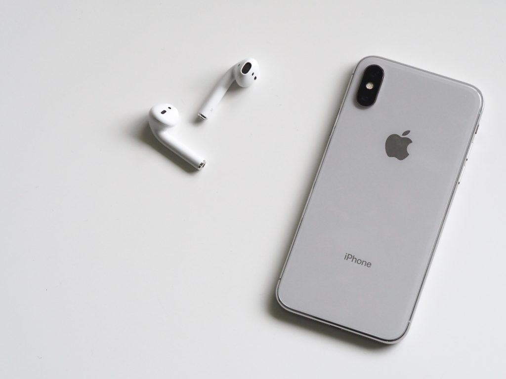 airpods apple device cellphone 788946 1024x768 - AirPods2新型そろそろ発売か!?発売日・予想スペックを調査!